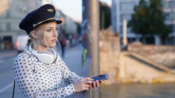 Social-Media-Sternchen Lara (Elisa Schlott) führt ein Doppelleben ...