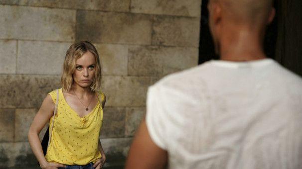 Fanny (Friederike Kempter) trifft sich zum ersten Mal mit Arif (Patrick Abozen).
