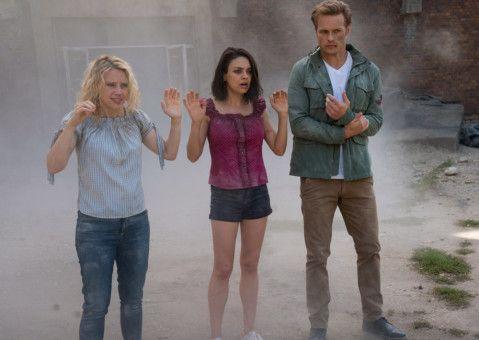 Können die Freundinnen (Mila Kunis und Kate McKinnon, links) Agent Sebastian (Sam Heughan) vertrauen?