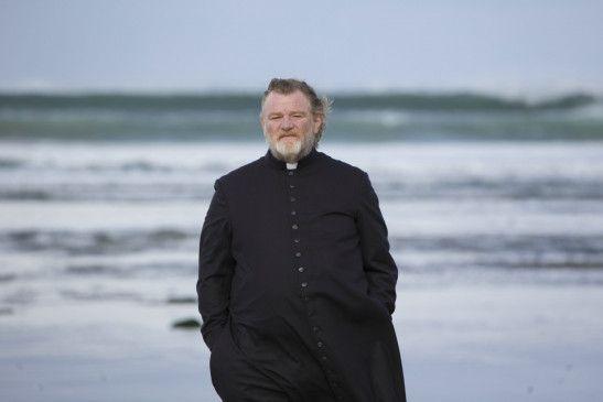 Eigentlich will Dorfpriester James Lavelle (Brendan Gleeson) doch nur, dass es allen Menschen in seinem Provinznest an der irischen Küste gut geht.