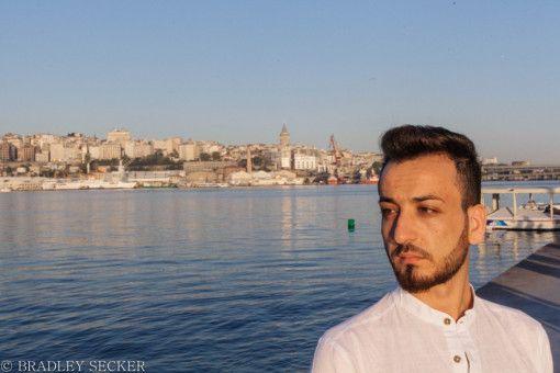 Die Beweggründe, an der Wahl zum Mr Gay Syria teilzunehmen, gehen zu Herzen. Husein erzählt seine verzwickte Geschichte.