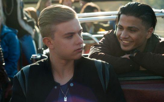 Benno (Jonas Ems, links) und Cem (Hussein Eliraqui) führen nichts Gutes mit Roxy im Schilde.
