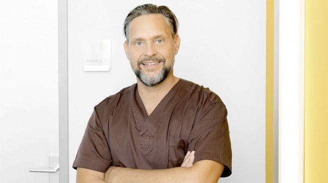 """Dr. Jochen H. Schmidt ist zahnärztlicher Leiter des Carree Dental in Köln. Er besitzt den """"Master of Science in Oral Implantology and Surgery""""."""