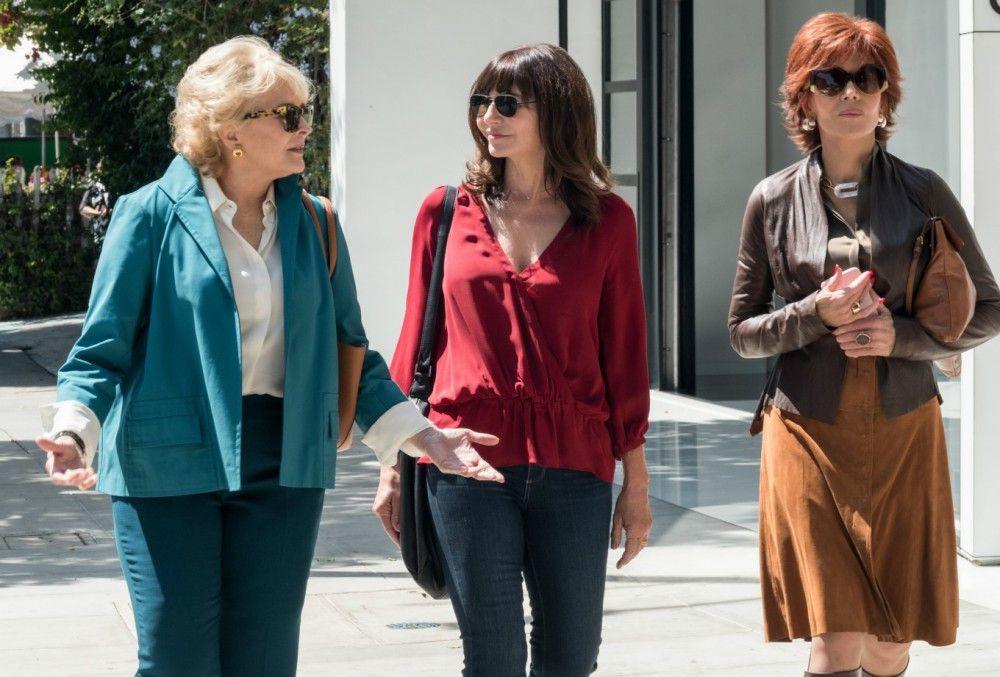 Dafür sind Freundinnen da: Carol (Mary Steenburgen, Mitte) und Vivian (Jane Fonda, rechts) bereiten Sharon (Candice Bergen) auf ihr erstes Date vor.