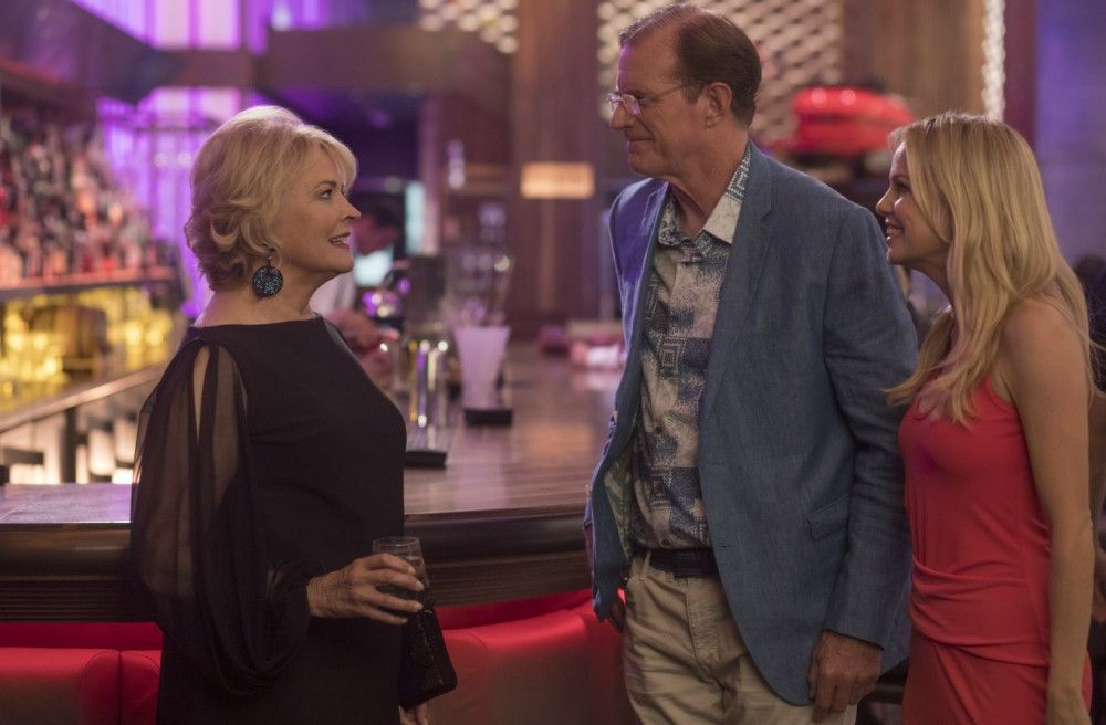 Sharon (Candice Bergen) trifft sich mi ihrem Date. Da kann sie ihren Ex (Ed Begley Jr.) wirklich nicht gebrauchen.