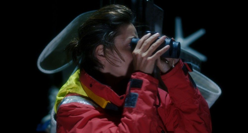 Nach einem Unwetter entdeckt Rike (Susanne Wolff) ein anderes Schiff.