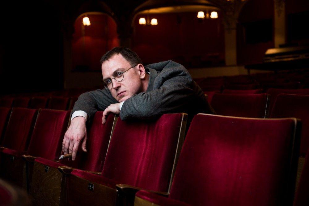 """""""Die Filmindustrie ist zu doof und muss erst bankrott gehen"""", verzweifelte Bertolt Brecht (Lars Eidinger) bei der Vorbereitung der Verfilmung seiner """"Dreigroschenoper""""."""