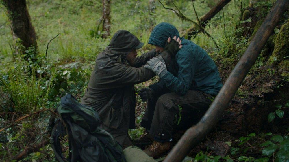Kriegsveteran Will (Ben Foster) und seine Tochter Tom (Thomasin McKenzie) leben im Wald.