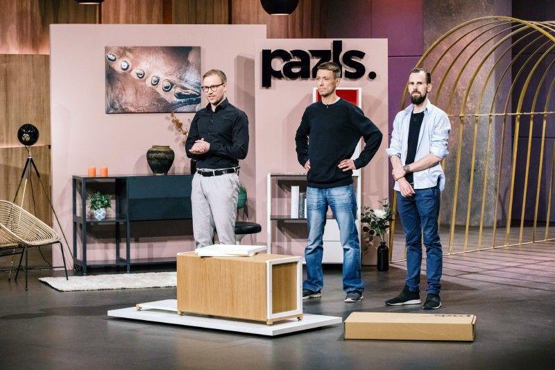 """<p><b>Die Gründer und ihr Produkt</b>: Julian Bäßler, Thomas Poddey und Phillip McRae stellten ihr Möbelsystem """"Pazls"""" vor. Für den Zusammenbau braucht man laut ihren Aussagen keine Schrauben, Nägel und kein Werkzeug.</p> <p><b>Der Wunsch</b>: 400.000 Euro für einen Firmenanteil von 20 Prozent.</p> <p><b>Der Deal</b>: Frank Thelen wollte 400.000 Euro für einen Firmenanteil von 25 Prozent investieren. Doch im Nachgang der Sendung platzte der Deal.</p>"""