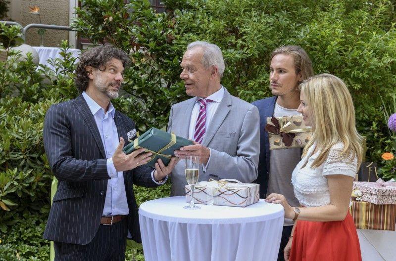 """Am 20. September 2018 feiert die ARD-Serie """"Sturm der Liebe"""" Jubiläum. Frühere Darsteller kommen noch einmal zurück. Hier gibt es Bilder von den Dreharbeiten."""