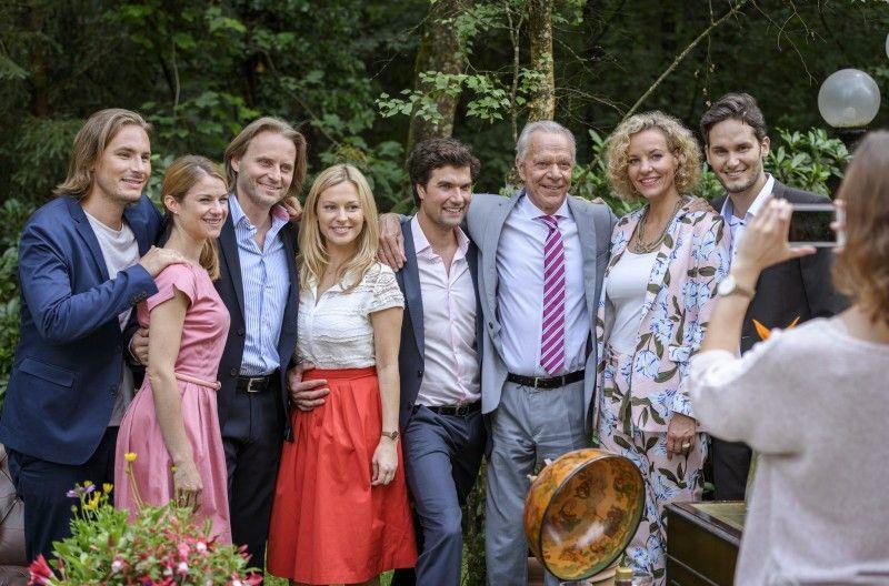 Zum 75. Geburtstag von Werner Saalfeld kommt die Familie noch einmal zusammen, viele frühere Protagonisten der Telenovela sind mit dabei.