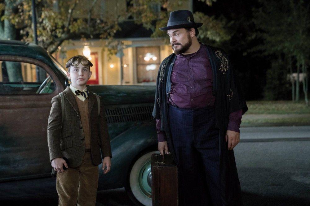 Ein ungleiches Gespann: Lewis (Owen Vaccaro, links) findet bei seinem skurrilen Onkel Jonathan (Jack Black) ein neues Zuhause.