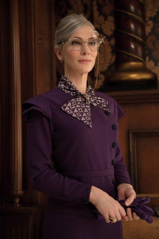 Der Schein trügt: Cate Blanchett spielt die etwas sonderbare Mrs. Zimmermann, die in Wahrheit eine gutmütige und mächtige Hexe ist.