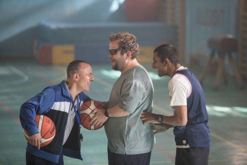 Marco Montes (Javier Gutiérrez, links) muss beim Training erstmal die Stärken und Schwächen seiner Spieler Fabián (Julio Fernández, Mitte) und Manuel (Stefan López) kennenlernen.