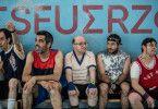 """Ihre Würde steht im Mittelpunkt von """"Wir sind Champions"""": Benito, Román, Marín, Jesús und Paquito (von links Alberto Nieto, Roberto Sánchez, Jesús Vidal, Jesús Lago Solís, Fran Fuente)."""