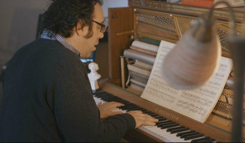 Noten lesen fällt dem Genie am Klavier tatsächlich schwer.
