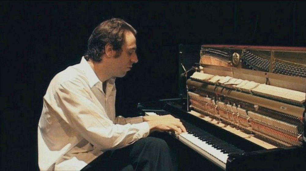 "Motiv aus ""Shut Up and Play the Piano"""