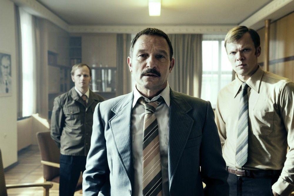 Irrwitziges Katz-und-Maus-Spiel: Oberstleutnant Seidel (Thomas Kretschmann, Mitte) und seine Stasi-Kollegen kommen den Republikflüchtlingen irgendwann auf die Spur.