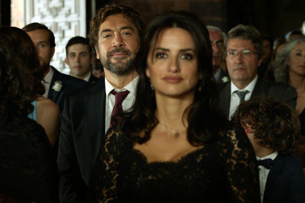 Paco (Javier Bardem) und Laura (Penélope Cruz) bei der Trauung von Lauras jüngerer Schwester.