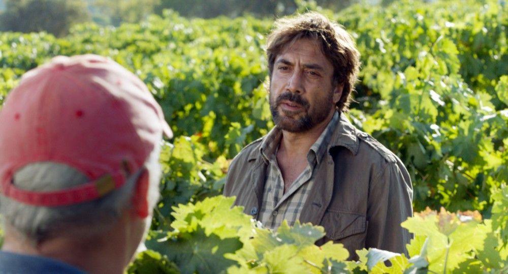 Paco (Javier Bardem) verdächtigt auch seine Saisonarbeiter, Lauras Tochter entführt zu haben.