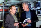 Das könnte eine Spur sein! Robert Atzorn (r.) mit Tilo Prückner