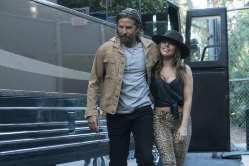 Auf der Bühne und im Leben sind Jackson (Bradley Cooper) und Ally (Lady Gaga) fortan ein Paar.