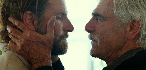 Jackson (Bradley Cooper, links) wird von seinem Bruder Bobby (Sam Elliott) gemanagt.