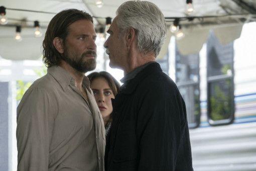 Immer öfter geraden Jackson (Bradley Cooper, links) und sein Bruder (Sam Elliot) aneinander.