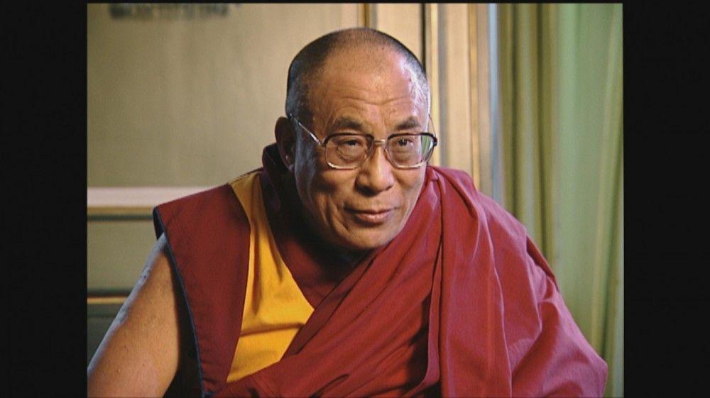 Neben vielen Künstlern aus dem Showgeschäft beantwortet auch der Dalai Lama die Frage Vaskes.