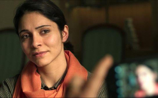 Mina (Pegah Ferydoni) lebt im Iran und möchte endlich heiraten.