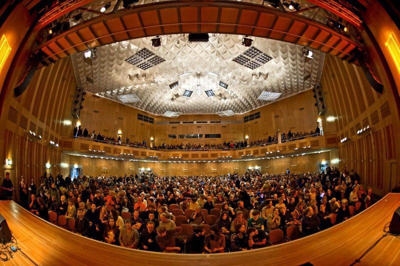 Beim Göttinger Literaturherbst präsentieren vom 12. bis 21. Oktober Schriftsteller, Schauspieler und Komiker Aktuelles aus der deutschen und internationalen Literaturszene.