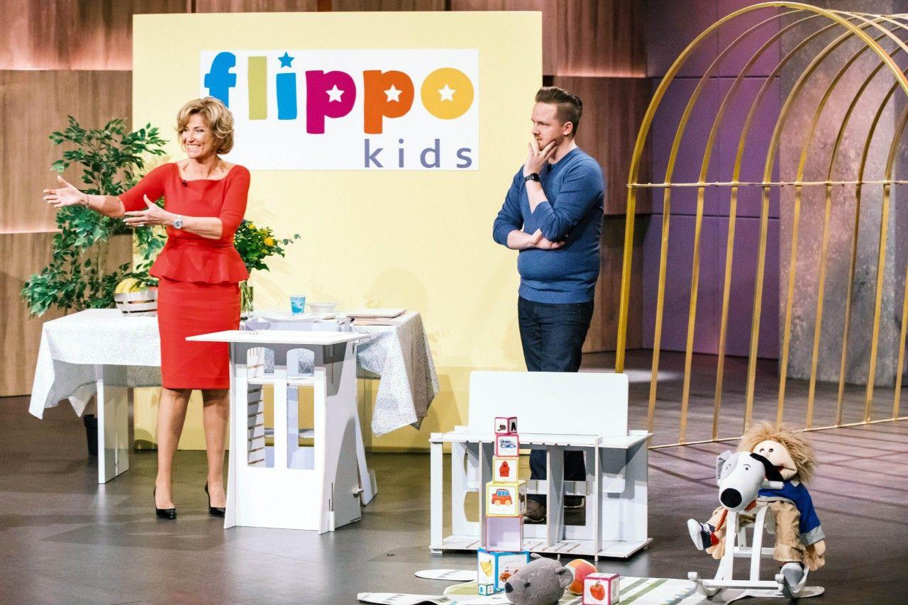 """<p><b>Der Gründer und sein Produkt</b>: Alexander Haunhorst (32) hat """"flippo one"""" entwickelt: ein Hochstuhl mit verstellbarer Rückenlehne und Tischplatte, ein Kinderstuhl, ein Lernturm und eine Sitzbank, die vielseitig einsetzbar ist und bis zu 200 Kilogramm hält.  <p><b>Der Wunsch</b>: 50.000 Euro für einen Firmenateil von zehn Prozent.</p> <p><b>Der Deal</b>: Dagmar Wöhrl bietet die gewünschten 50.000 Euro für zehn Prozent. </p>"""