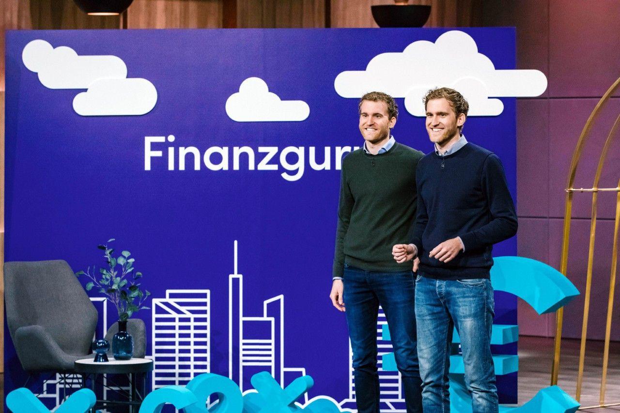 """<p><b>Die Gründer und ihr Produkt</b>:  Alexander Michel (29) und Benjamin Michel (29), Zwillinge aus Frankfurt, stellen ihren Finanzassistenten """"Finanzguru"""" vor. """"Finanzguru"""" hilft nicht nur bei der Kontoverwaltung sondern errechnet auch mögliche Einsparpotenziale.<p><b>Der Wunsch</b>: 1.000.000 Euro für einen Firmenanteil von zehn Prozent.</p> <p><b>Der Deal</b>: Carsten Maschmeyer einigt sich mit den Gründern auf eine Million Euro für 15 Prozent.</p>"""