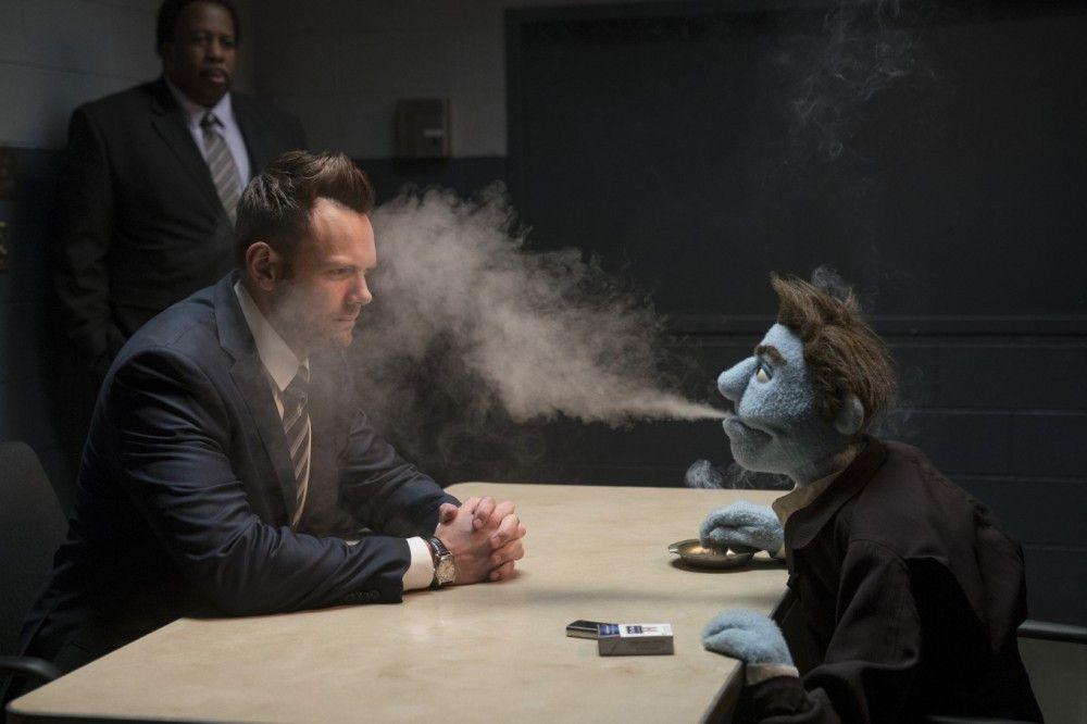 FBI Agent Campbell (Joel Mc Hale) verdächtigt Phil der Morde.