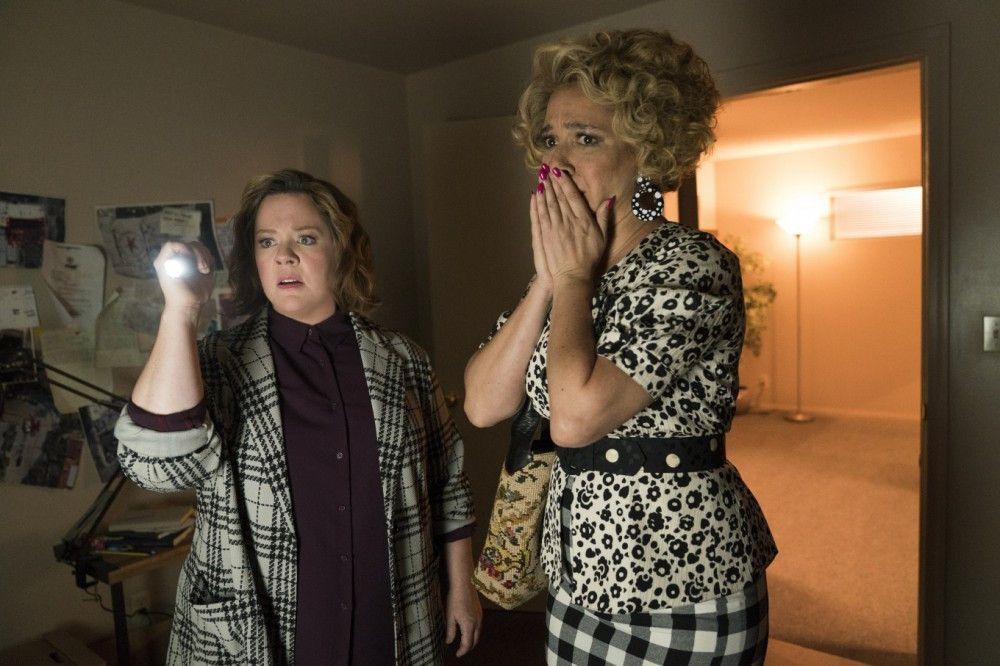 Connie (Melissa McCarthy, links) und Bubbles (Maya Rudolph) kommen dem Geheimnis um die Happytime Murders auf die Spur.