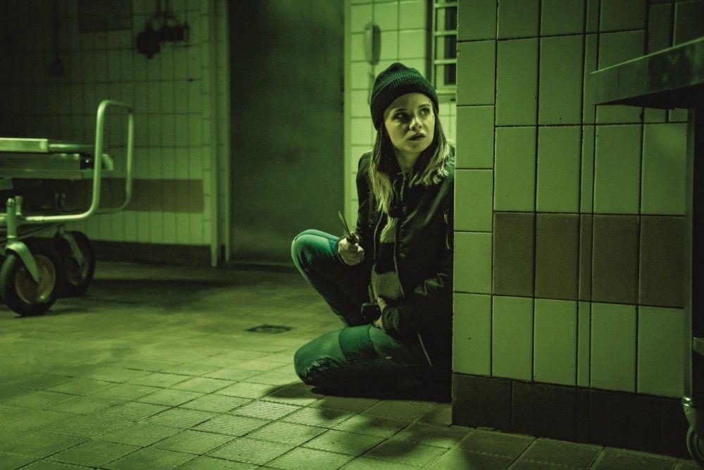Linda (Jasna Fritzi Bauer) wird in die perfide Jagd hineingezogen.