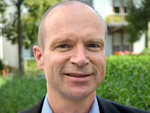 Dr. Thorsten Bracher leitet als Chefarzt die auf Depressionen, psychosomatische Erkrankungen sowie Burnout-Syndrome spezialisierte Schlossparkklinik Dirmstein in Rheinland-Pfalz
