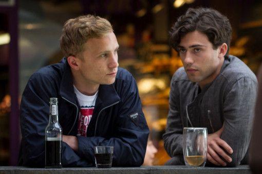 Mario (Max Hubacher, links) und Leon (Aaron Altaras) kommen sich näher.