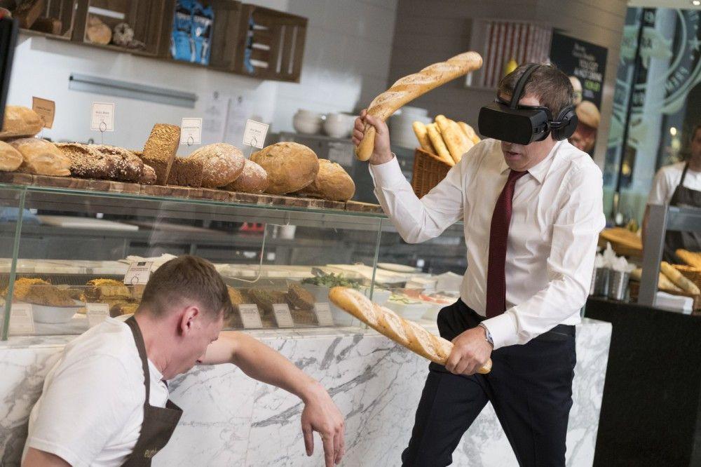 Die Szenen mit der VR-Brille auf der Nase von Johnny English (Rowan Atkinson) gehören zweifellos zu den turbulenten Höhepunkten des Films.