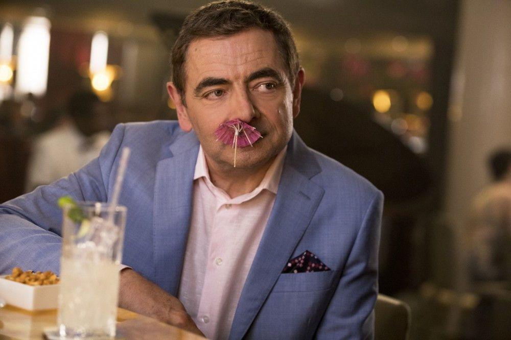 Eigentlich ist Johnny English (Rowan Atkinson) bloß letzte Wahl für den Geheimauftrag Ihrer Majestät. Aber er schaltet seine Rivalen aus - auf seine Art.