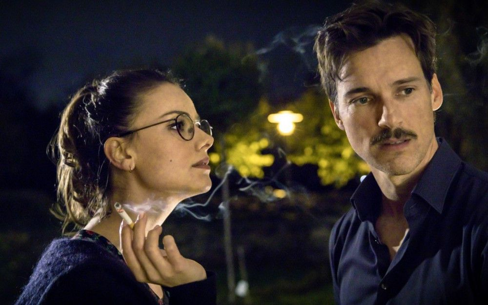 Anna (Janina Uhse) hat während der Schwangerschaft das Rauchen angefangen. Von ihrem Freund Thomas (Florian David Fitz) möchte sie sich aber nichts sagen lassen.