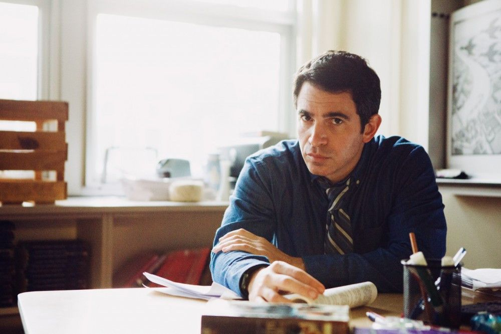 Der gut aussehende Jeremy (Chris Messina) wird der neue Vertretungslehrer der 16-jährigen Highschool-Schüler.