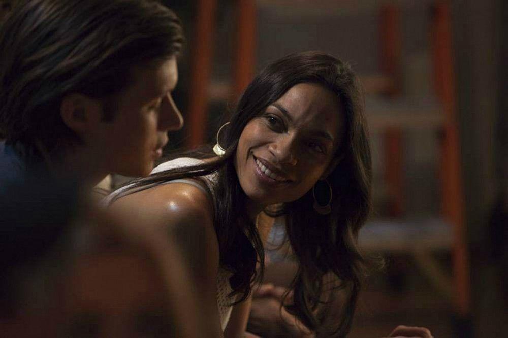 Als Taylor (Nick Robinson) Krystal (Rosario Dawson) begegnet, ist es um ihn geschehen.