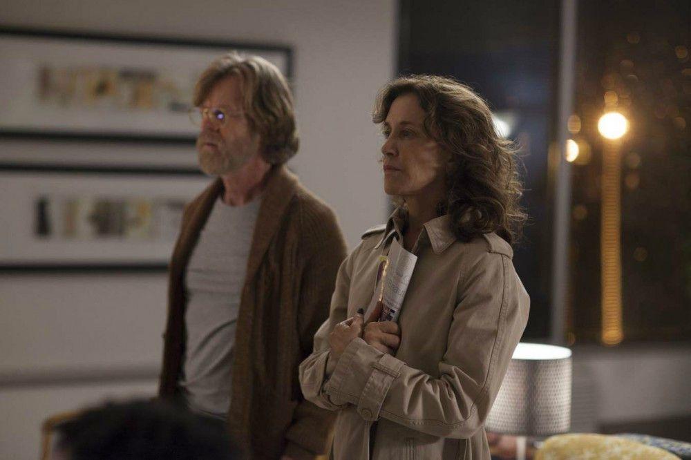 William H. Macy und seine Ehefrau Felicity Huffmann spielen Taylors besorgte Eltern.