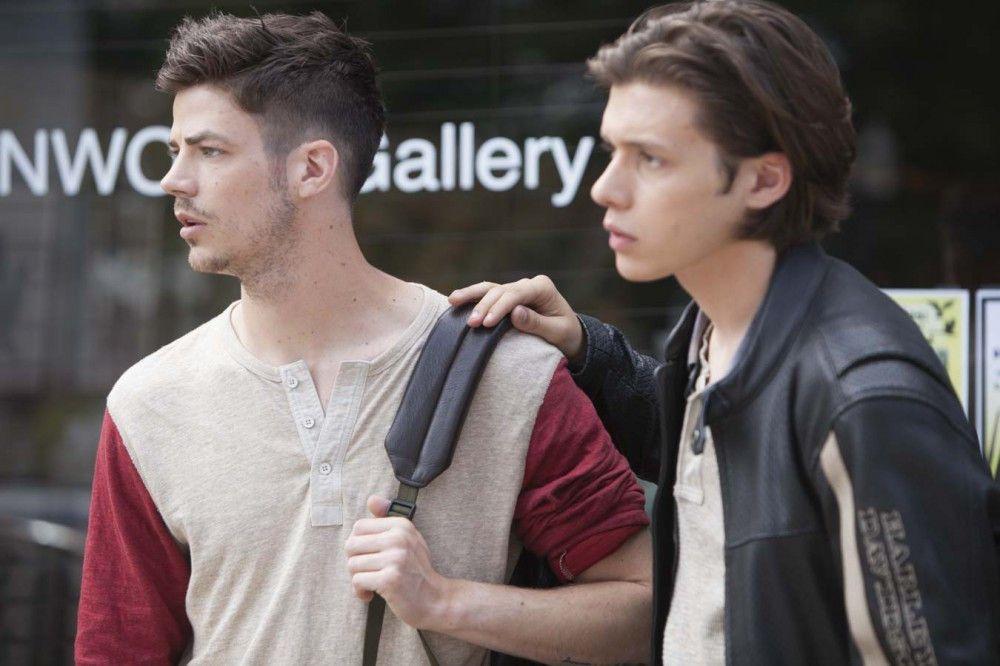 Taylors (Nick Robinson) Bruder Campbell (Grant Gustin) warnt ihn vor Krystal.