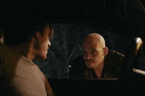 Uschi Glas' Sohn Ben Teewag (rechts) hat als Türsteher einen kraftvollen Gastauftritt.