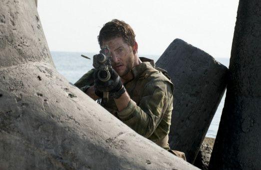 Auch an Land wird schwer gekämpft: Navy Seal Johnstone (Ryan McPartlin) im Einsatz.