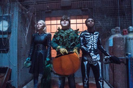Um dem Schrecken ein Ende bereiten zu können, müssen Sarah (Madison Iseman), Sam (Jeremy Ray Taylor) und Sonny (Caleel Harris) den Autor R. L. Stine aufsuchen.