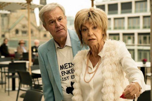Ellas Eltern, allen voran ihre Mutter (Judy Winter), wollen möglichst rasch Enkel von ihrer frisch getrennten Tochter - und schieben ihr die Schuld an der Trennung in die Schuhe.