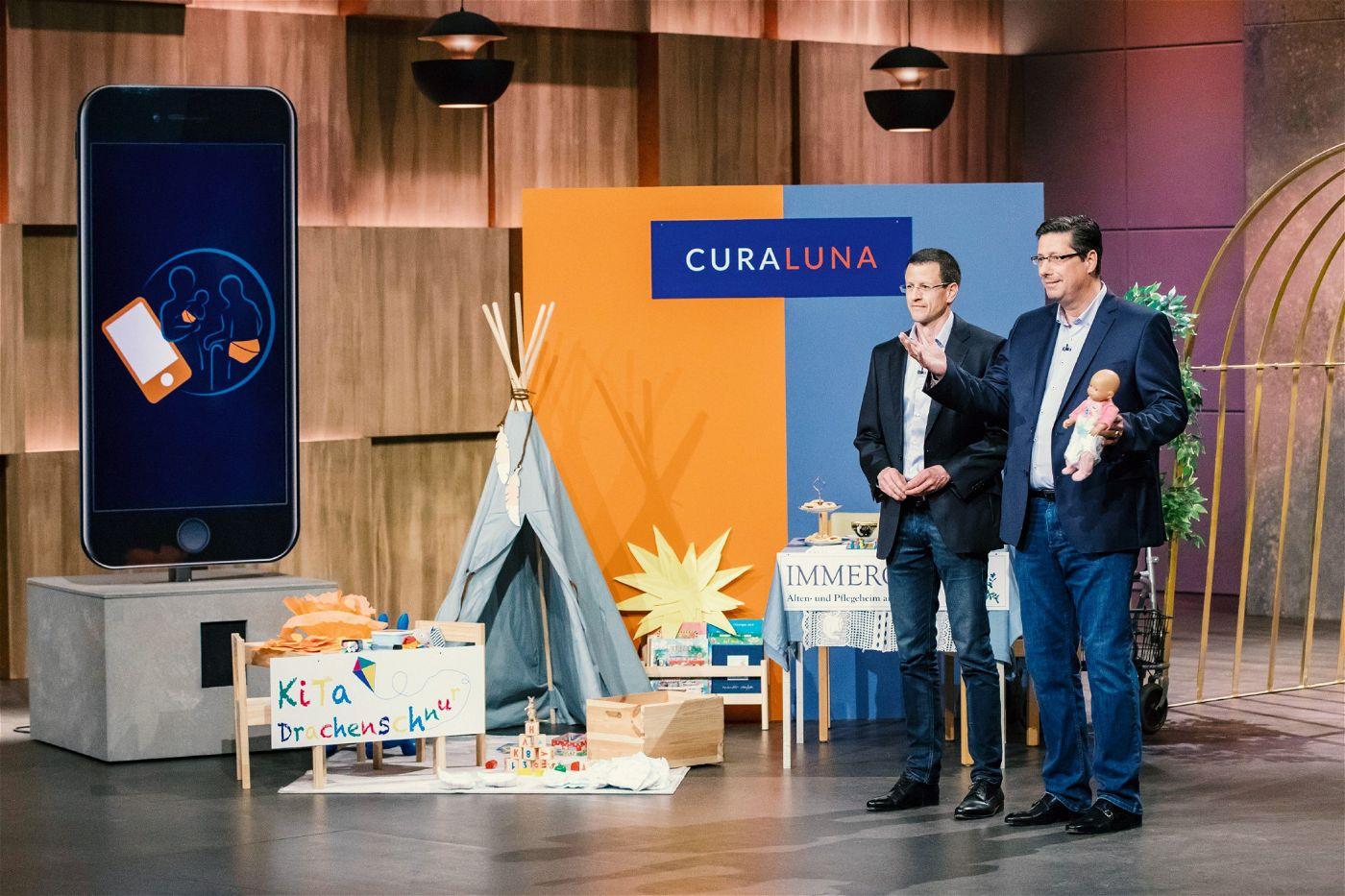 """<p><b>Die Gründer und ihr Produkt</b>: Frank Steinmetz (53) und Christoph Hohl (46) stellen den """"Löwen"""" ihren Windelsensor """"Curaluna"""" vor, einem Sensor, der bei Babys und alten, pflegebedürftigen Menschen meldet, wenn die Windel gewechselt werden muss. <p><b>Der Wunsch</b>: 600.000 Euro für einen Firmenanteil von zehn Prozent.</p> <p><b>Der Deal</b>: Carsten Maschmeyer bietet 50.000 als Soforthilfe. Wenn das Patent erteilt wird, sollen daraus 600.000 Euro für 25,1 Prozent werden. Doch der Deal platzt im Nachhinein, weil die Gründer die Bedingungen nicht einhalten können.</p>"""